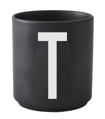 Taza Arne Jacobsen Letra T Letra negra del diseño Arne Jacobsen