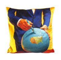 Toiletpaper cushion - Globe - 50 x 50 cm Multicolor Seletti Maurizio Cattelan | Pierpaolo Ferrari