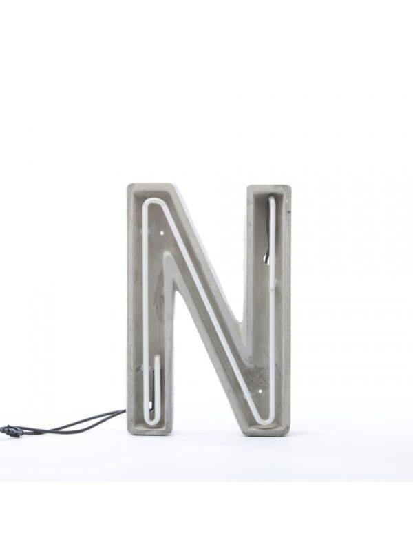 Alphacrete Tischlampe - Buchstabe N Weiß | Grau | Seletti BBMDS Cement
