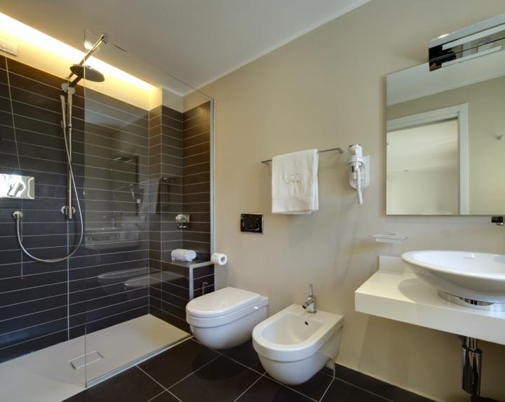 http://cdn1.socialdesignmagazine.com/mag/wp-content/uploads/2012/02/benedetto_valli_arredobagno_Valli_arredobagno_spluga_e_sosta_hotel_bagno_2.jpg