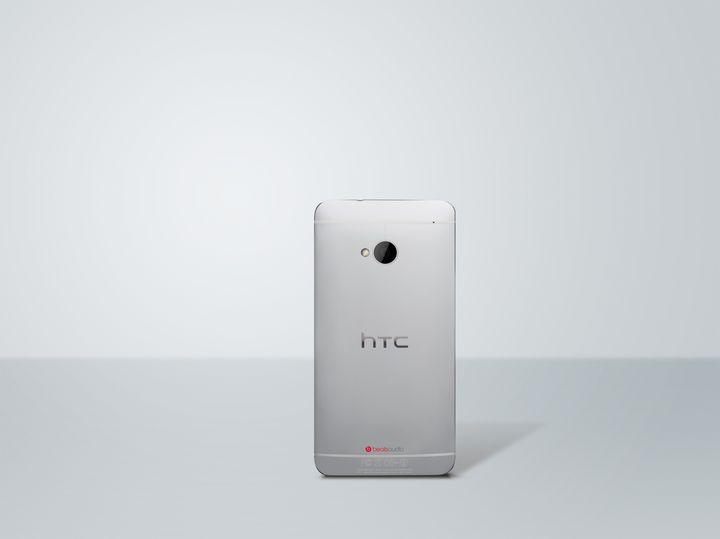 HTC One argent Retour photo HiRGB