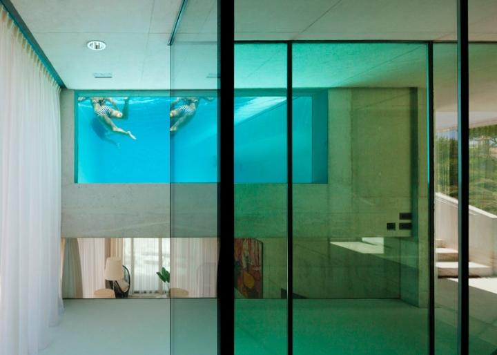 Medusa-House-by-Wiel-arets-Architects-house-piscina-transparente de vidro-roof-Marbella-Espanha-ddarcart-06