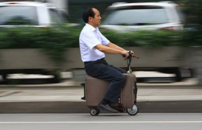 chinese-farmer-builds-to-fully-functioning-suitcase-scooter-designboom-01