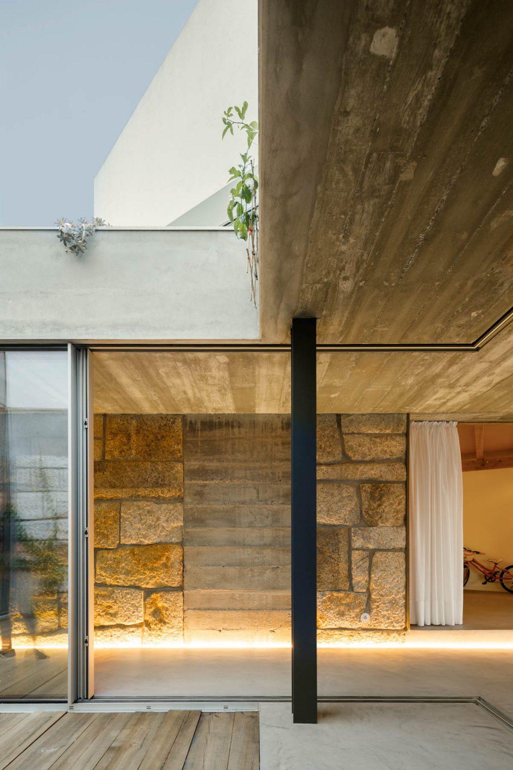 Rehabilitación de una antigua masía - Casa Rio Paulo Merlini arquitectos